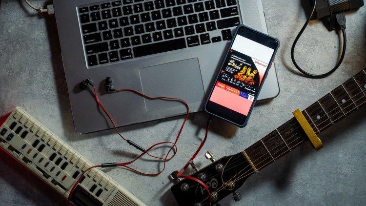 """Telkomsel Hadirkan Keseruan Konser Virtual """"Godbless 48th Anniversary: Mulai Hari Ini"""" di Aplikasi MAXstream"""