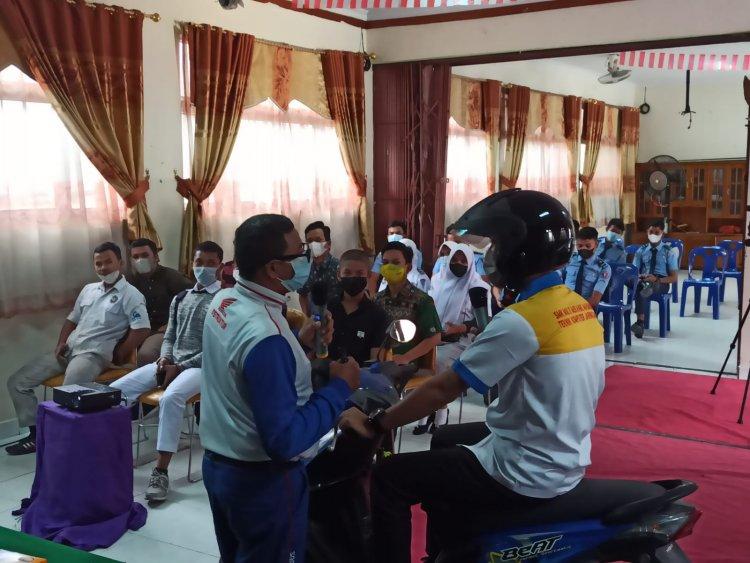 Capella Honda Riau Berbagi Ilmu Keselamatan Berkendara di SMKS Multi Mekanik Masmur