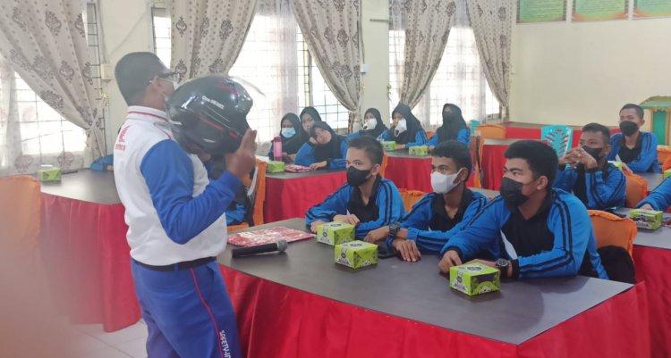 Capella Honda Riau Ajak Siswa SMKN 1 Pangkalan Kerinci jadi Generasi Cari_aman di Jalan Raya